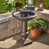 Aproveche la energía de la naturaleza con una fuente de agua solar para su jardín
